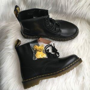 NWT dr martens airwair 1460 unisex boots